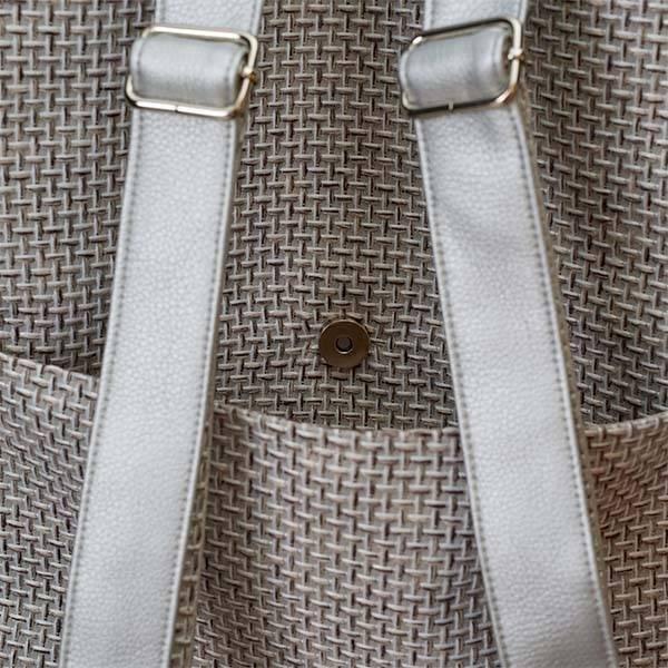 Delka bag elől cipzáros ezüst színű hátizsák